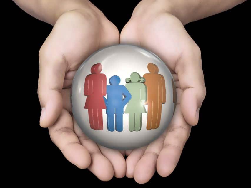 Famille au coeur de la main